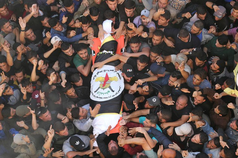 El cuerpo del comandante de campo palestino de la Jihad Islámica Baha Abu Al-Atta durante su funeral en la ciudad de Gaza el 12 de noviembre de 2019