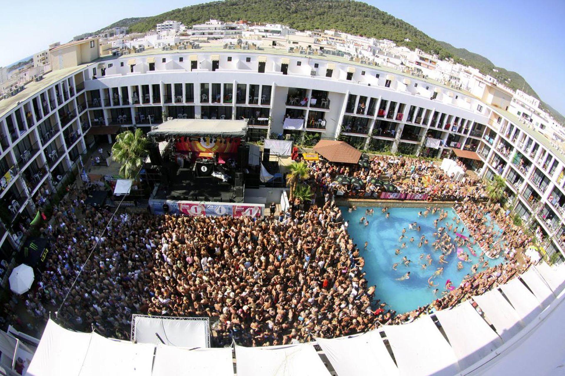 Los locales quieren poner fin a las fiestas a cielo abierto en Ibiza