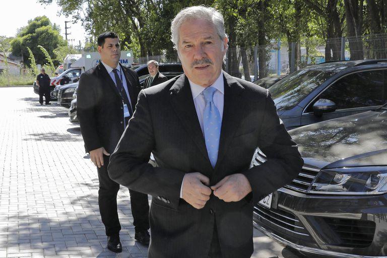 El canciller Felipe Solá atraviesa su peor crisis desde que asumió el cargo, pero el Gobierno no le pidió la renuncia