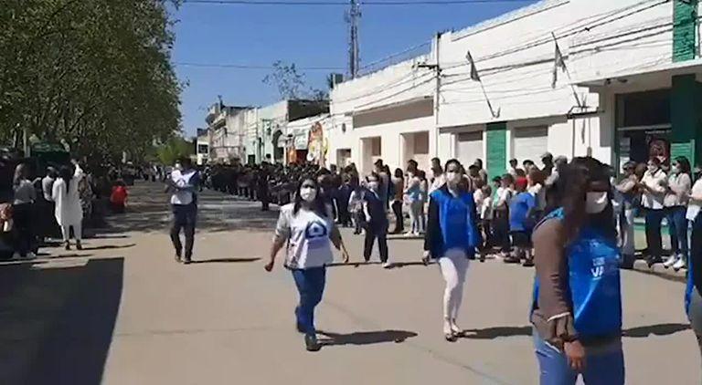 Mientras desfilaban alumnos y enfermeros, en un municipio de La Cámpora atacaban a la oposición