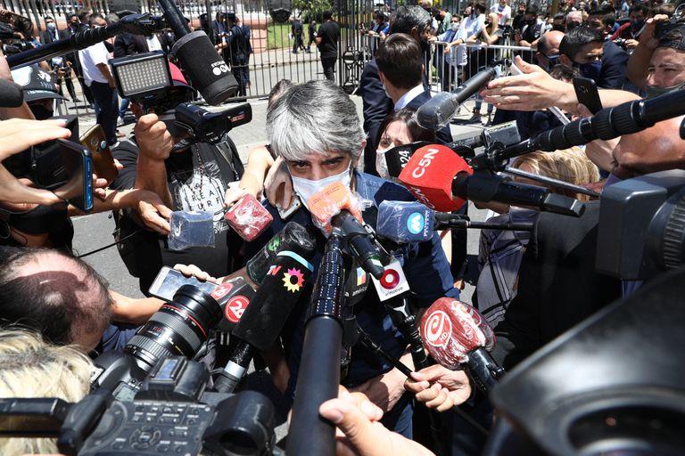 """Echarri, en el velatorio de Maradona, aseguró que Dupláa """"no para de llorar"""""""