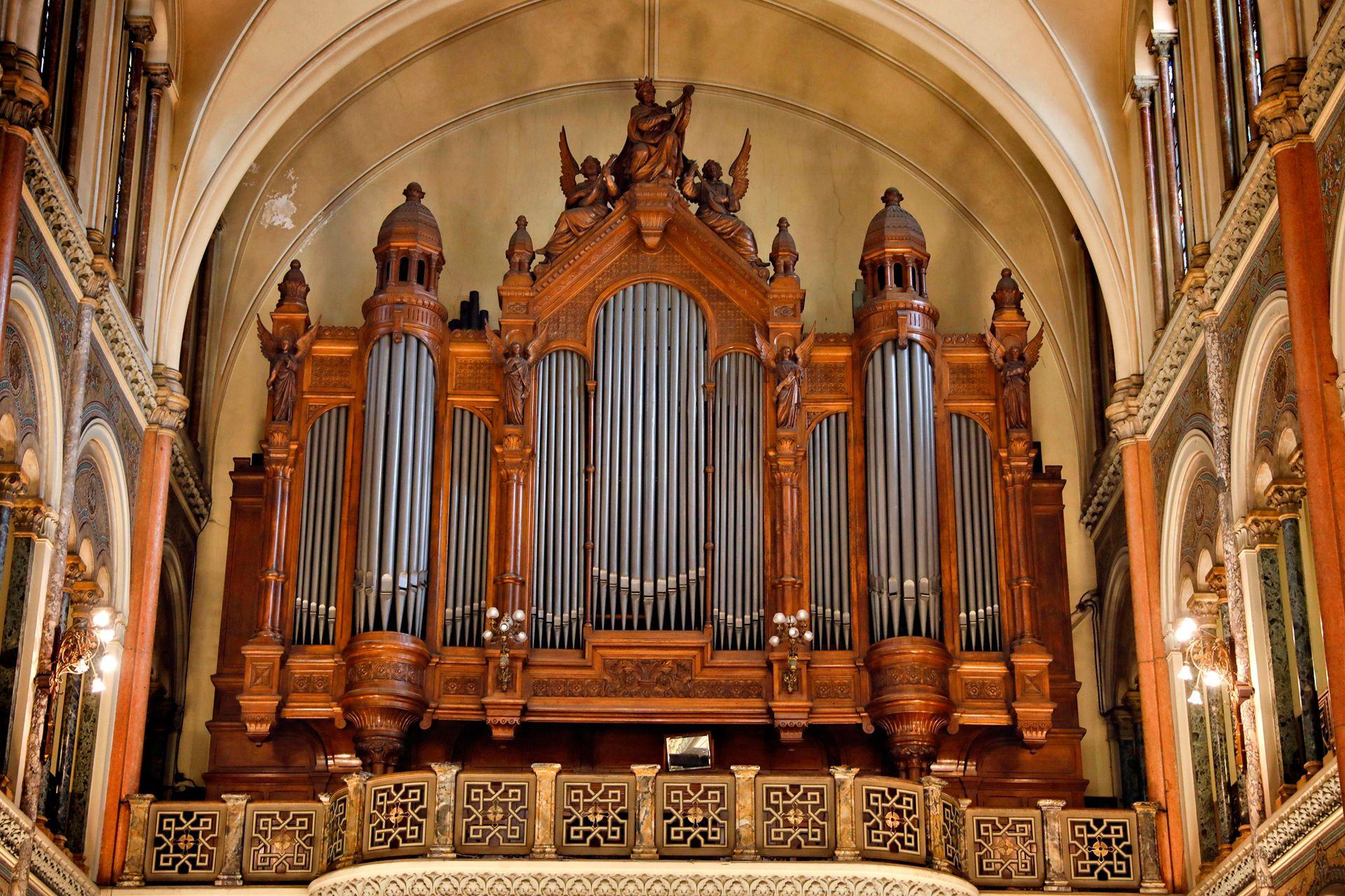 El órgano de la basílica es el más grande que existe y funciona en el país en la actualidad