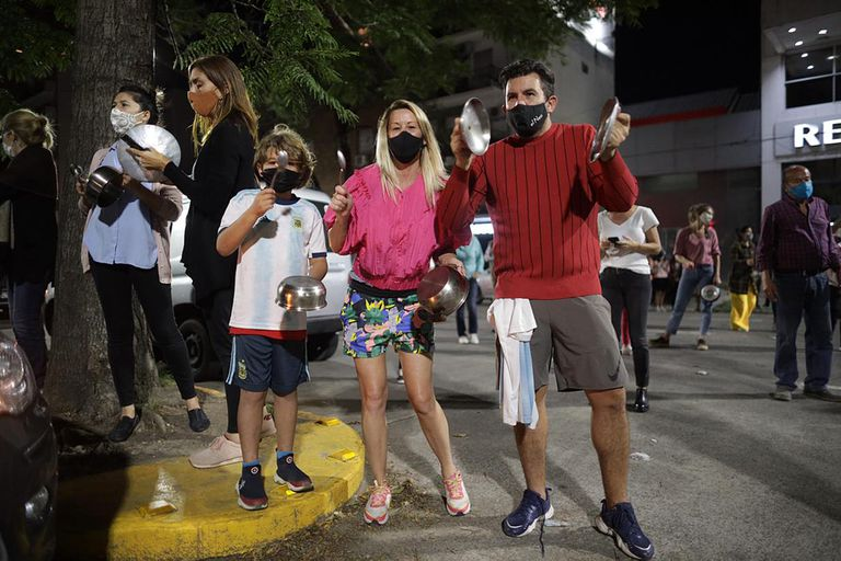 Protesta frente a la Quinta Presidencial de Olivos