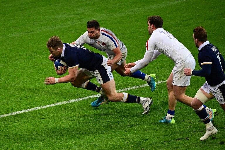 Rumbo al try en la última jugada, Duhan van der Merwe va a darle la victoria a Escocia