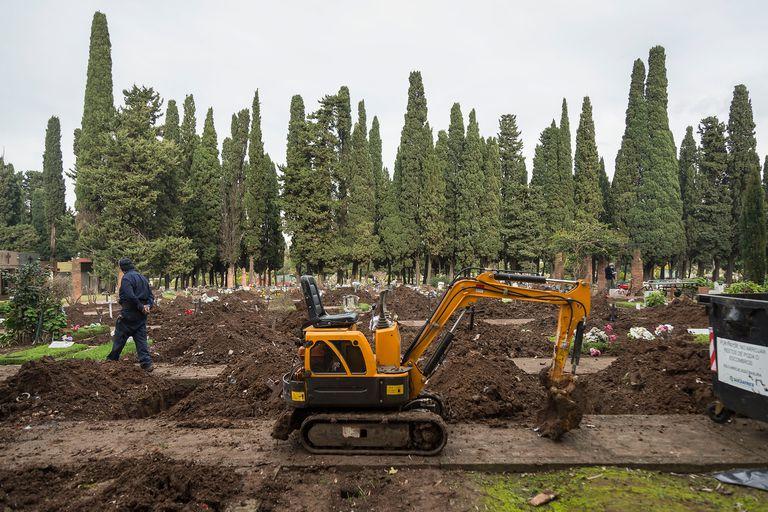 Liberan tumbas en el cementerio de la Chacarita para una eventual demanda de espacio