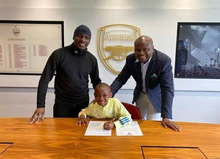 El niño Leo Messo firmó contrato con el Arsenal