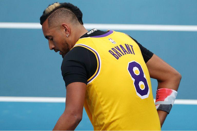 Kyrgios, con la camiseta de Bryant antes de jugar contra Nadal en Melbourne