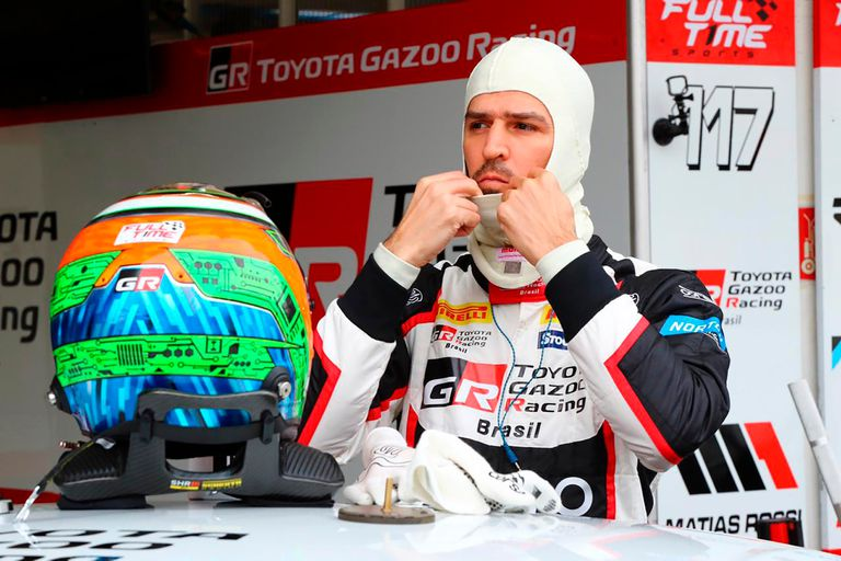 Matías Rossi divide su agenda deportiva entre el Súper TC2000 y el Top Race, en la Argentina, y el Stock Car, en Brasil.