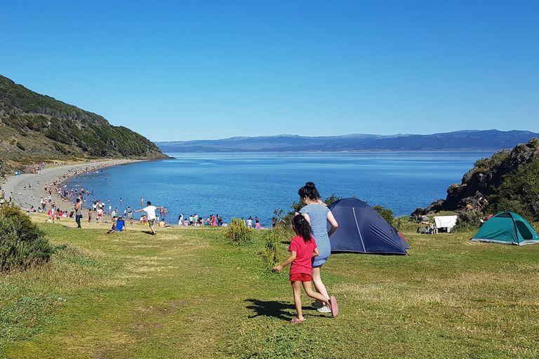 Calor, bikinis y caipirinhas, el impensado verano que vive Tierra del Fuego