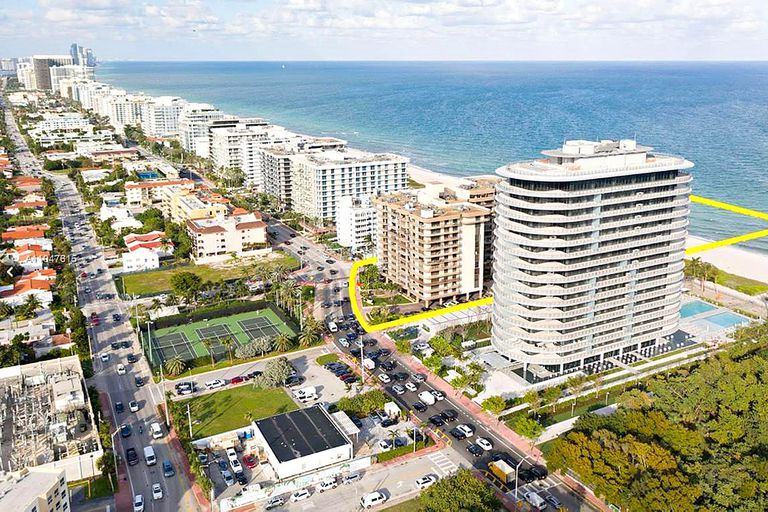 El complejo que sufrió un derrumbe en una de sus alas, en Miami Dade