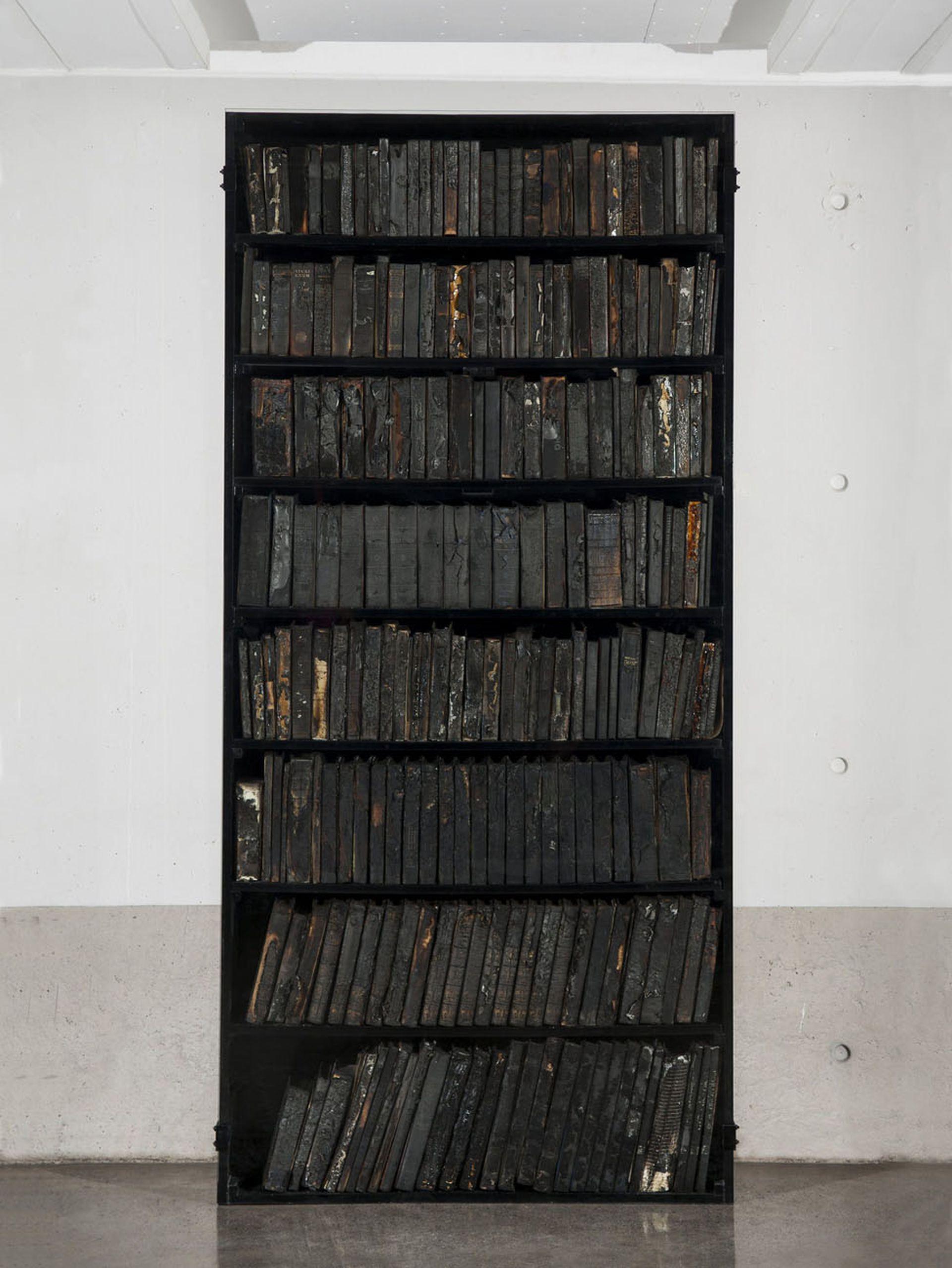 """""""El mundo en llamas"""" (2017), de Javier Toro Blum. Galería Patricia Ready, Sección Principal"""