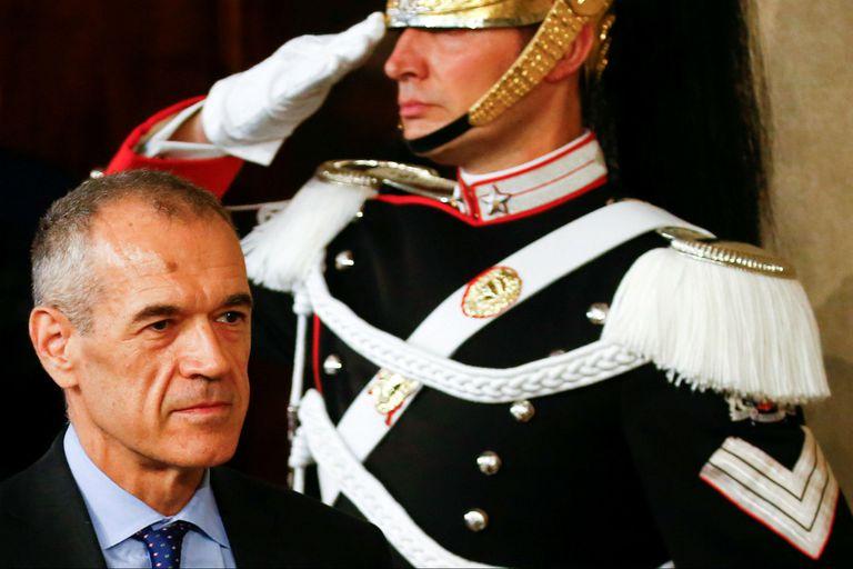 Carlo Cottarelli, un economista del FMI, llevará a Italia a nuevas elecciones