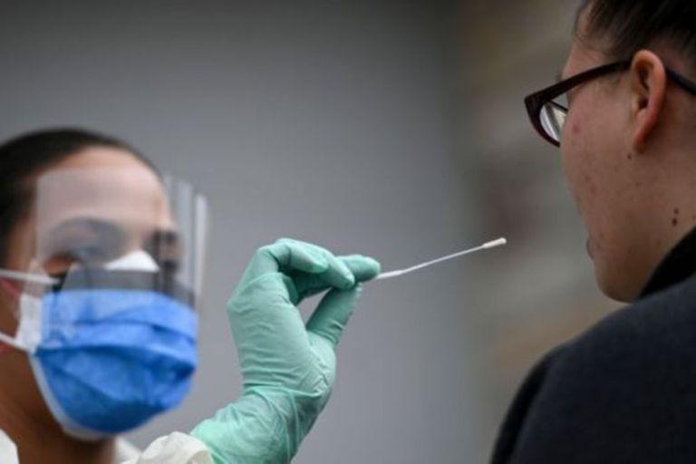 Las pruebas son el primer paso para contener la pandemia
