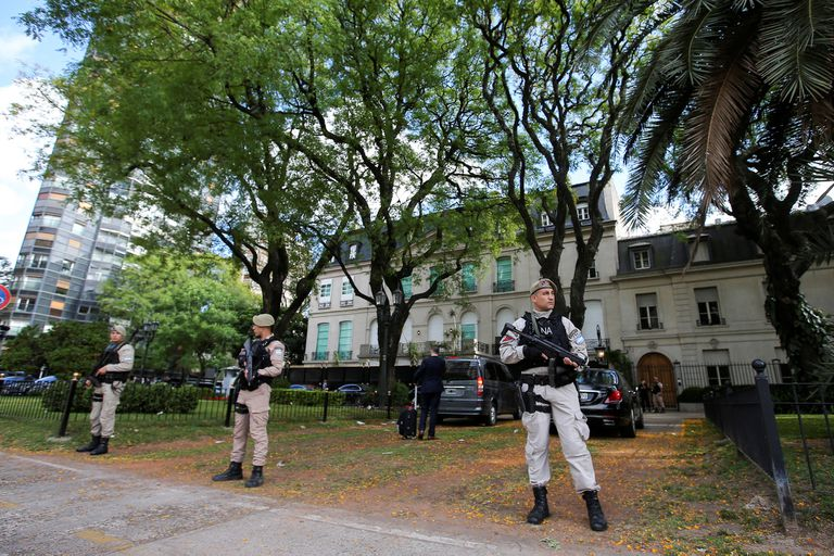 La embajada de Arabia Saudita rodeada por un fuerte operativo de seguridad