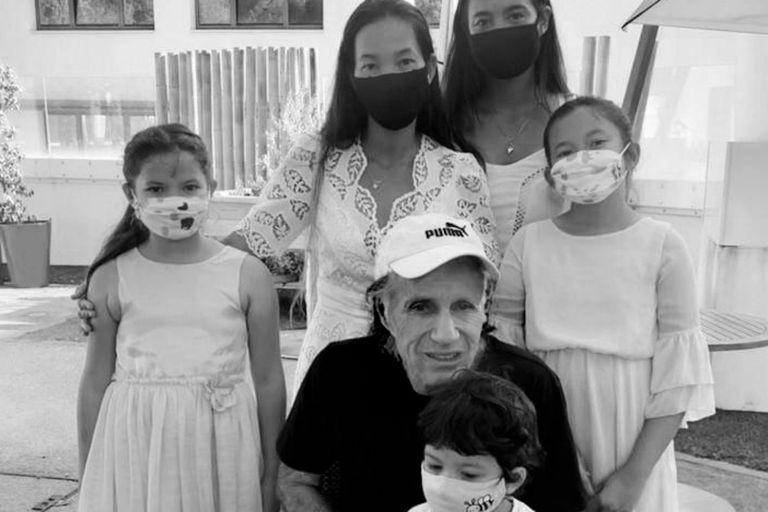 Los 68 de Vilas. La foto del cumpleaños junto a su familia en Montecarlo