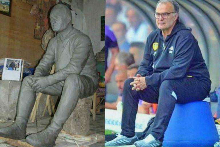 De un lado la estatua que encargó Tony Clark, hincha de Leeds United, del otro Marcelo Bielsa