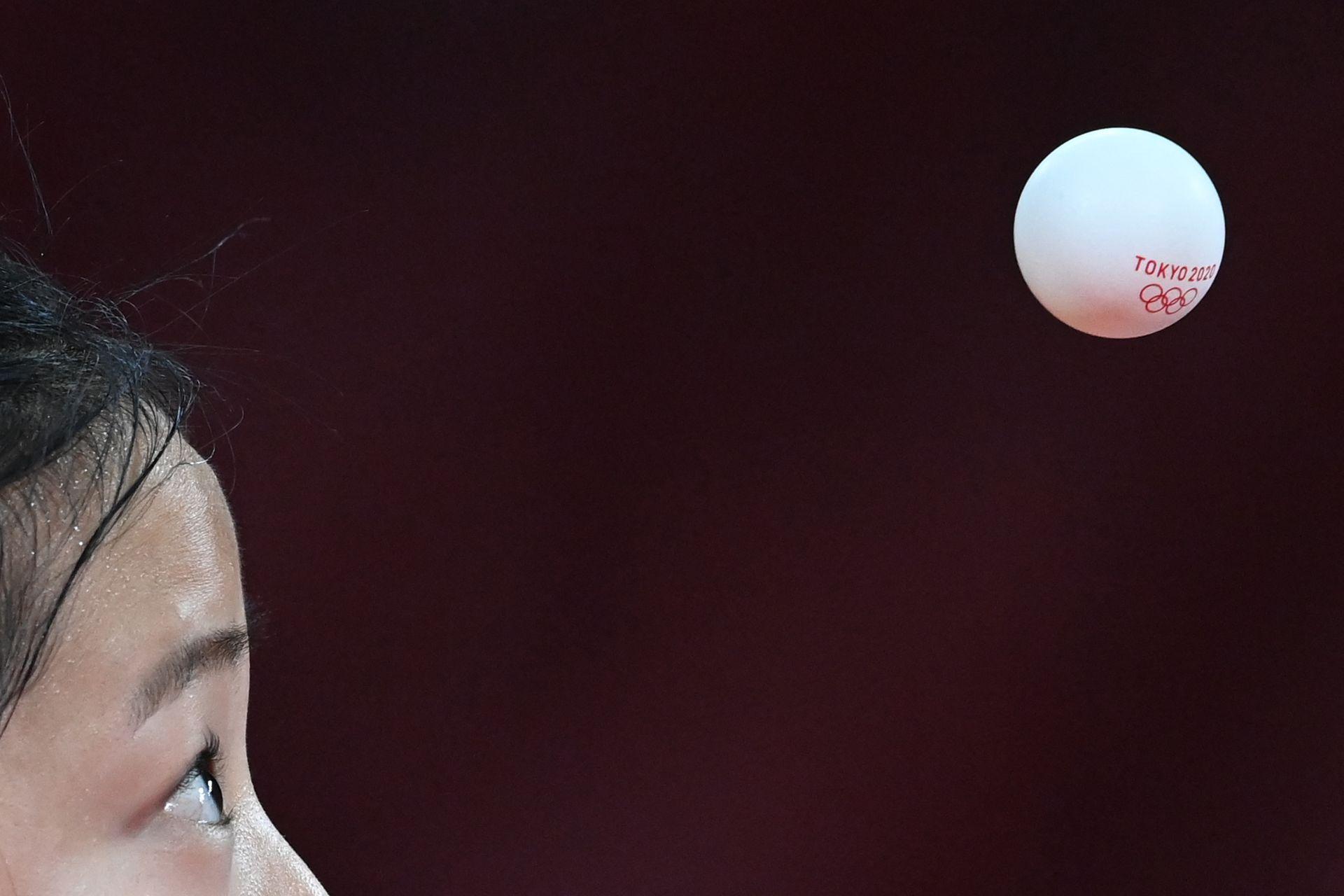 Shin Yu-bin, de Corea del Sur, en los octavos de final por equipos de mujeres, en tenis de mesa