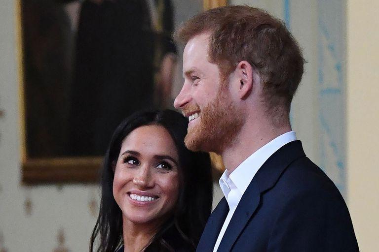 La pareja anunció el embarazo esta semana; esto es lo que hay que saber sobre sus cargos y apellidos