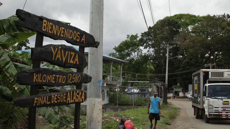 En Yaviza, Panamá, la ruta Panamericana se interrumpe después de un recorrido de 12.500 kilómetros desde Alaska.