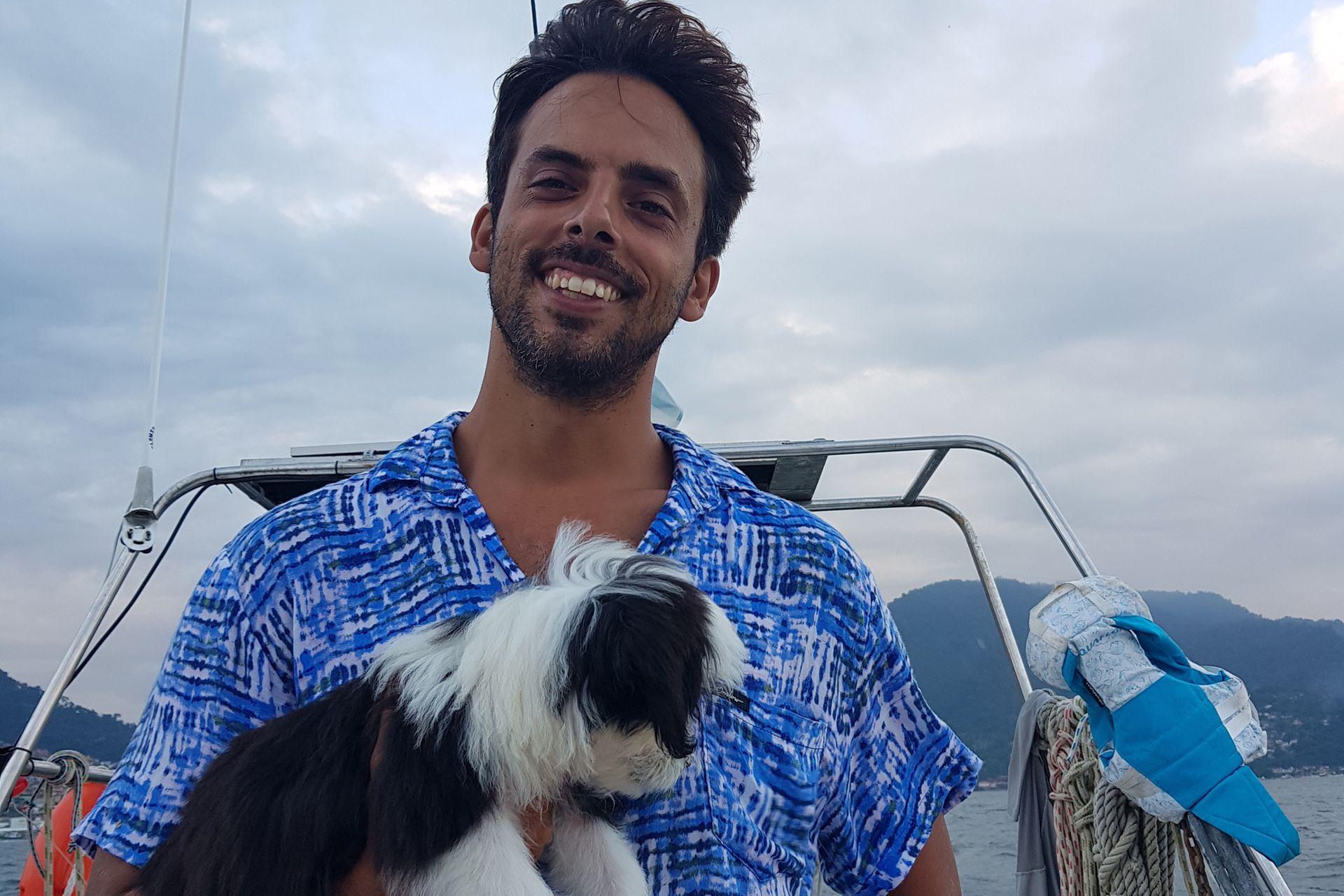 También viaja con ellos su perrita Lula.