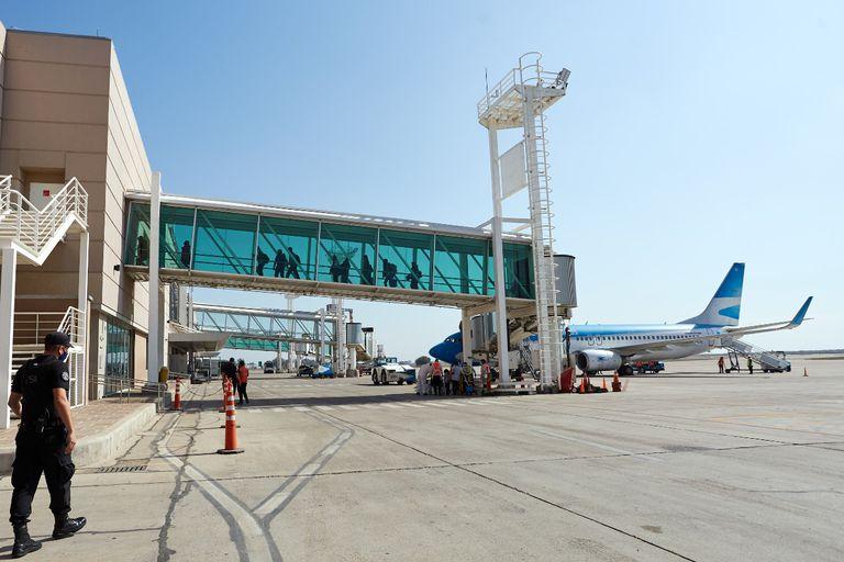 """""""Irrazonable demora"""". Mendoza exige la inmediata habilitación de todas las aerolíneas"""