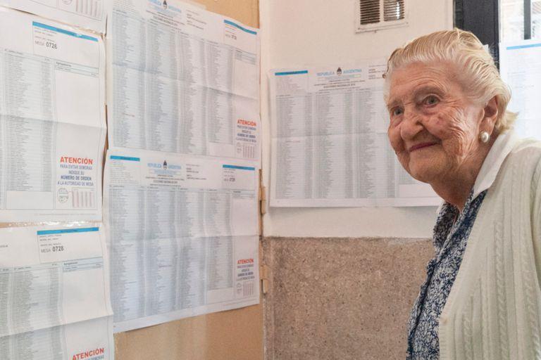 Tuntén llega al Colegio La Anunciata para dar su voto
