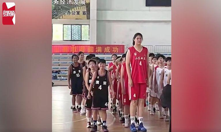 La niña de 14 años que sorprende en China