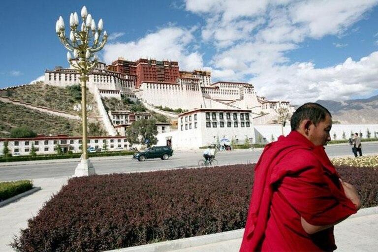 Con la esperanza de acercar a Tíbet al resto de China, Pekín invirtió masivamente en infraestructuras