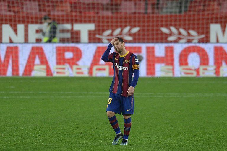 Derrota. El partido 900 de Messi fue sin gol y Sevilla le ganó 2-0 a Barcelona
