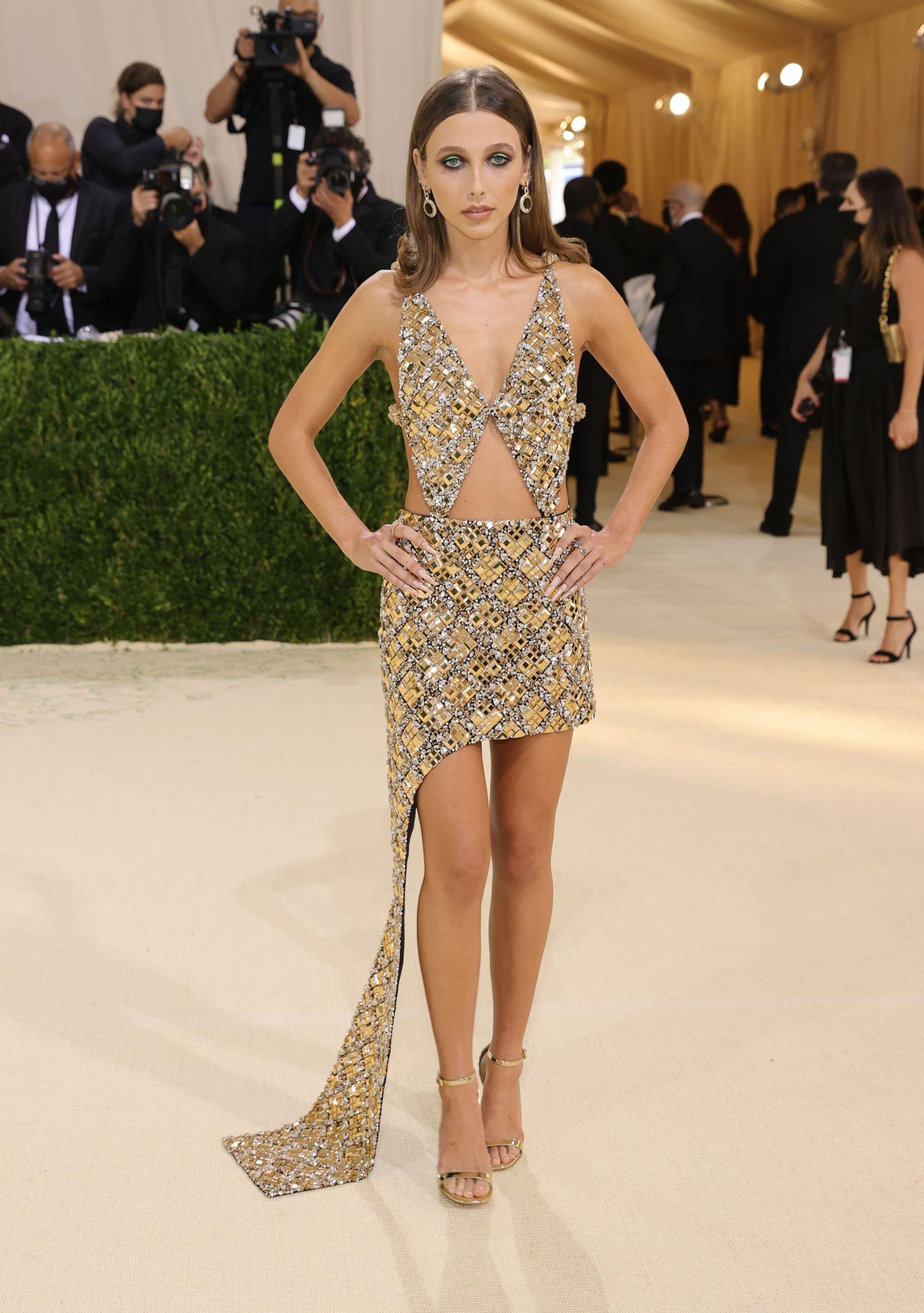 La influencer Emma Chamberlain, en la Gala Met 2021, vestida por Louis Vuitton