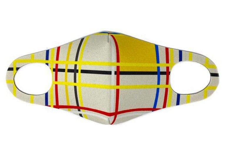 La moda de incluir obras de arte en el diseño textil, llegó a los barbijos, como es el caso de este producto, inspirado en Mondrian, que ofrece el Museo Reina Sofía