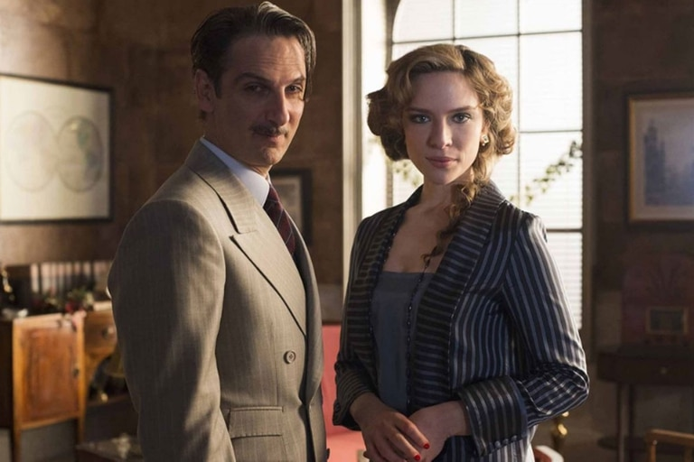 Ernesto Alterio y Andrea Carballo interpretan a dos ambiciosos hermanos en Las chicas del cable
