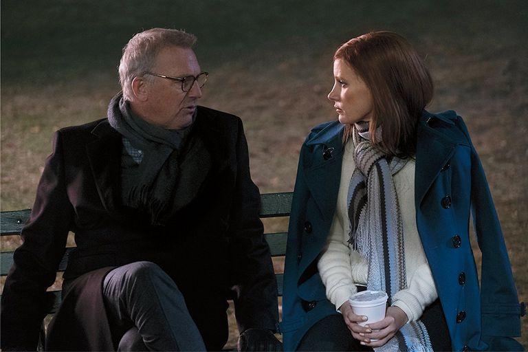 Kevin Costner y Jessica Chastain en Apuesta maestra, el debut como director del también guionista Aaron Sorkin