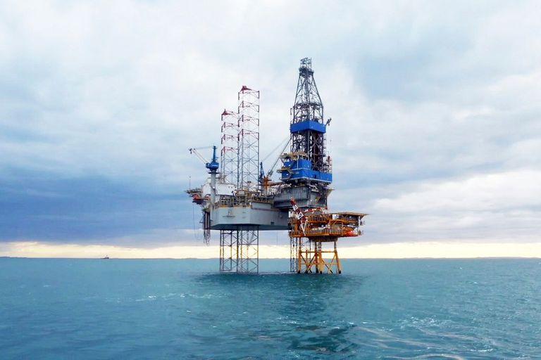 Plataforma petrolera en el mar