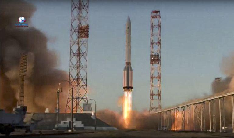 El cohete para la Estación Espacial Internacional despega en la plataforma de Baikonur en Kazajistán el 21 de julio de 2021. Foto tomada de video facilitado por la agencia espacial rusa Roscosmos. (Roscosmos, vía AP)