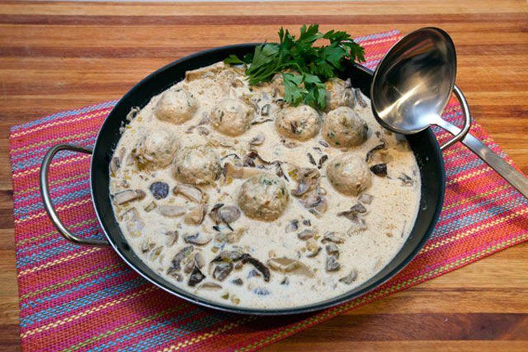 Albóndigas con salsa de puerros y hongos