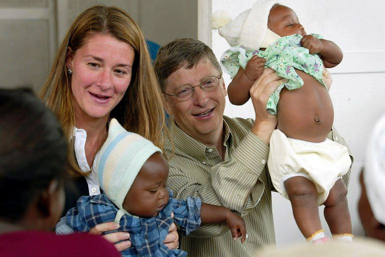 Melinda y Bill Gates en Mozambique, en 2003