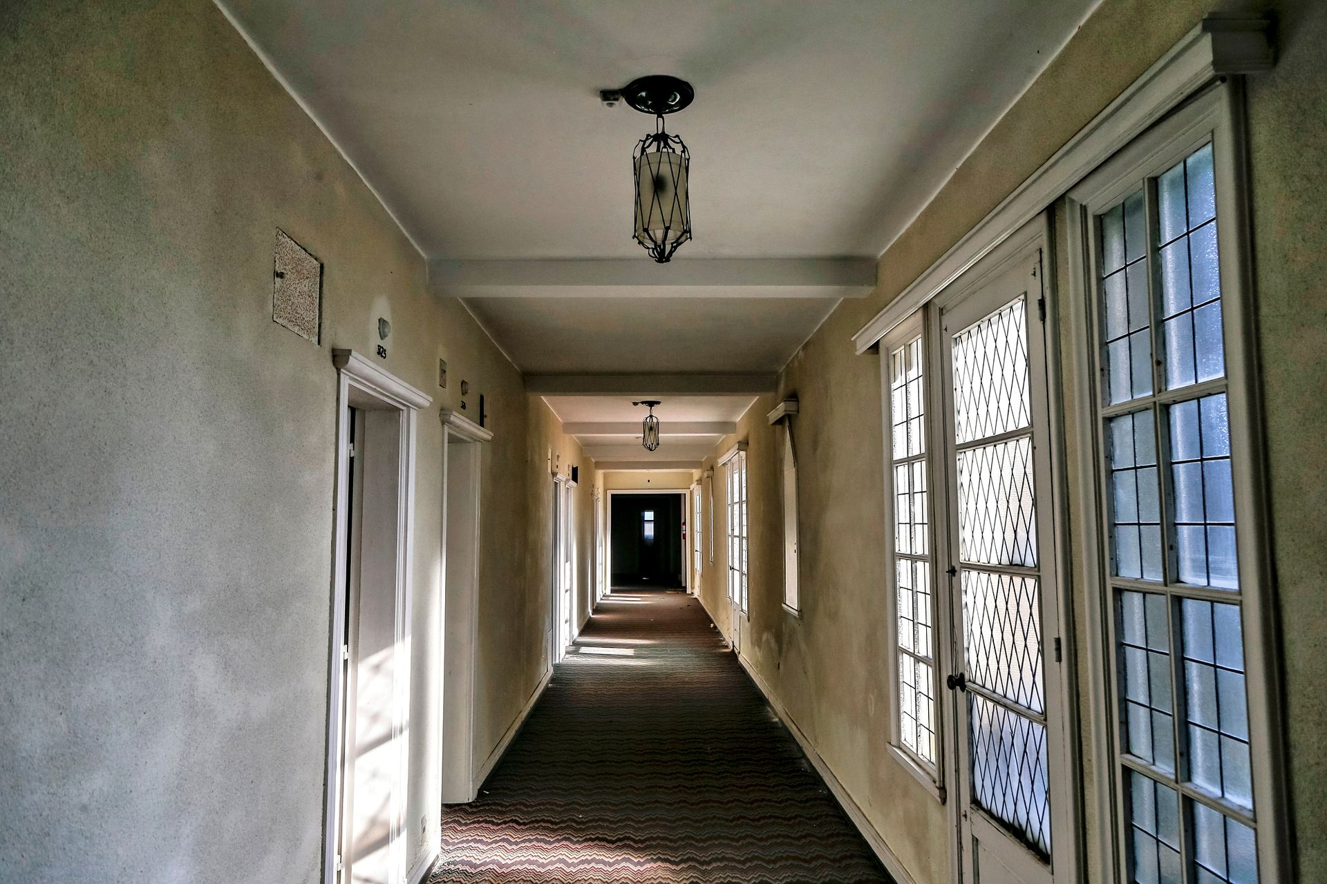 El hotel contaba con 150 cuartos que se comunicaban entre sí para formar apartamentos de dos o más habitaciones