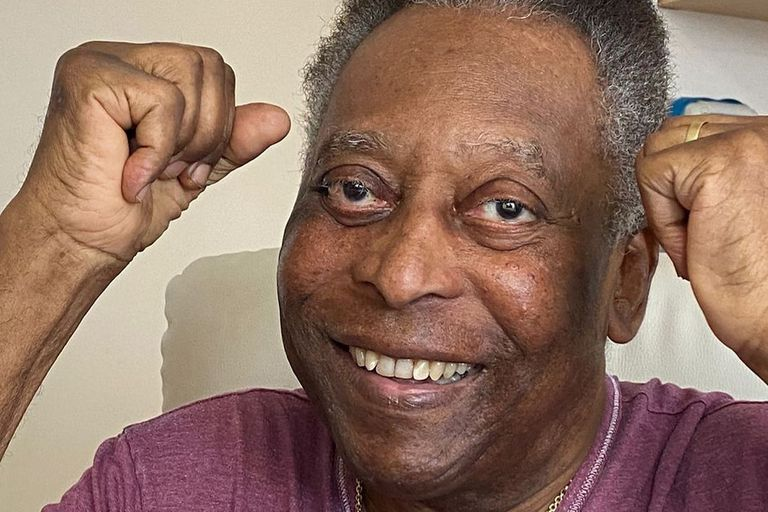 Pelé salió de terapia intensiva el martes de la semana pasada y está de buen ánimo; todavía no fueron difundidos los resultados de los análisis del tumor de colon.