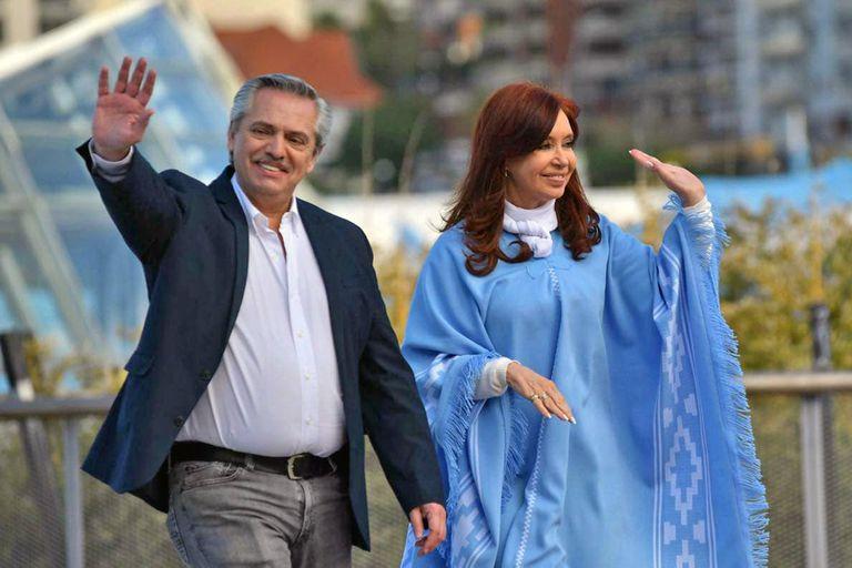 Alberto Fernández cerró su campaña en Mar del Plata, junto a Cristina Kirchner