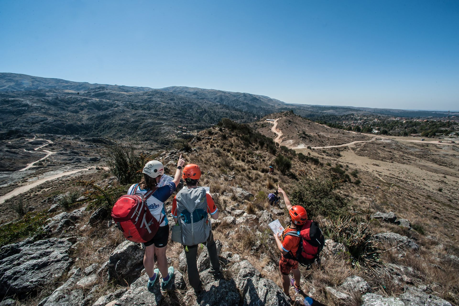 Los más experimentados caminan 50 kilómetros durante los dos días y los chicos y principiantes, entre 10 y 20