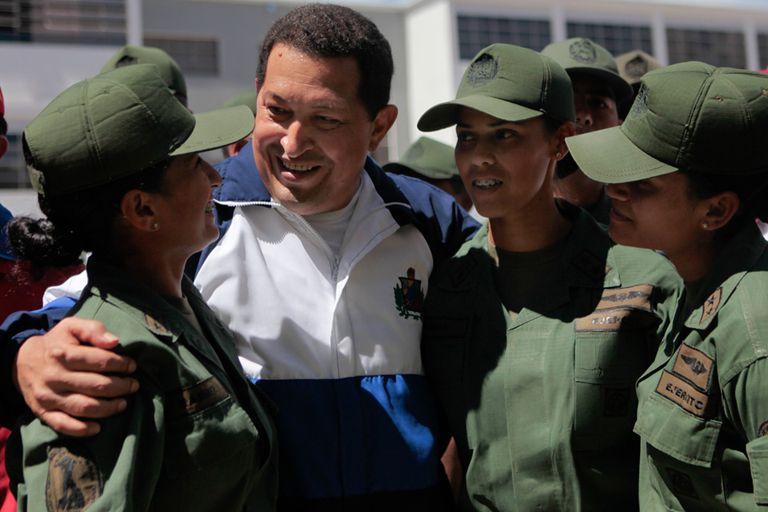 Chávez visitó la Academia Militar y se tomó fotografías con los cadetes