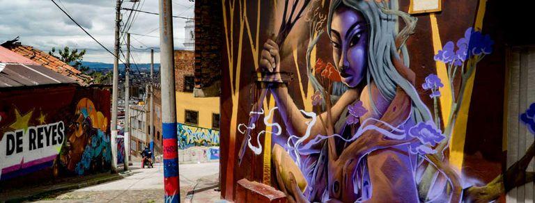 De pandilleros a guías: cómo el turismo cambió un barrio de Bogotá