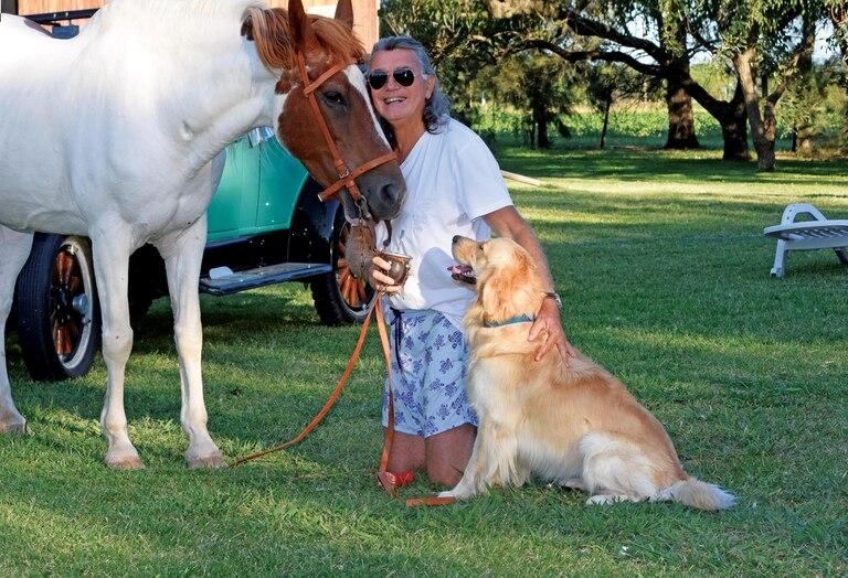 """Pancho se volvió inseparable de su perro Crack """"regalo de una de mis mejores amigas, Paola Pravato"""". Además, tiene a Luna y Capitán.  """""""