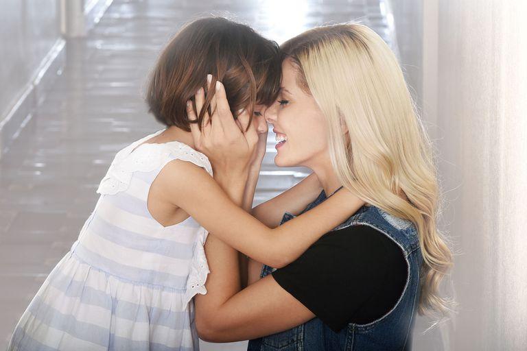 La China Suárez y Verónica Lozano posaron con sus hijas por una buena causa