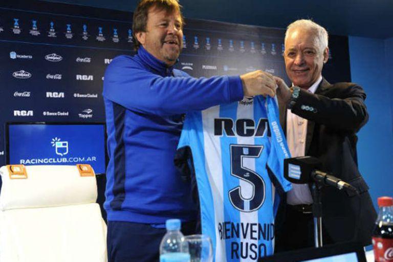 Con Víctor Blanco, presidente de Racing: presentación en La Academia.