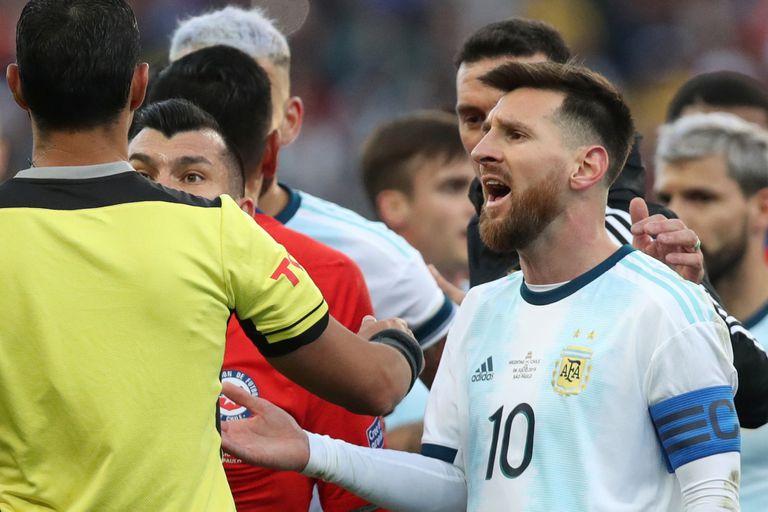 """""""Fuertes golpes"""", """"brutalidad"""" y otros detalles del informe oficial Messi-Medel"""