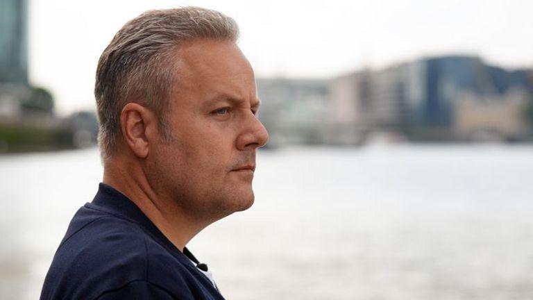 Aidan Minter (retratado en 2021) encontró el torso del niño en el río Támesis