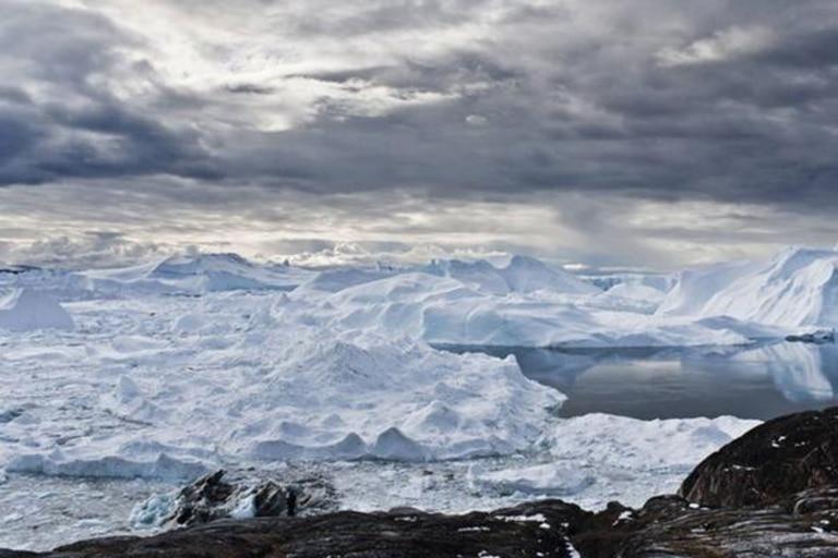 El hielo en estas latitudes puede ser azul o blanco o puro como el diamante