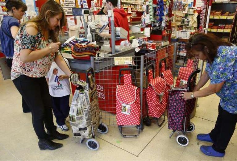 Los clientes ya van a comprar con carritos o bolsas reutilizables